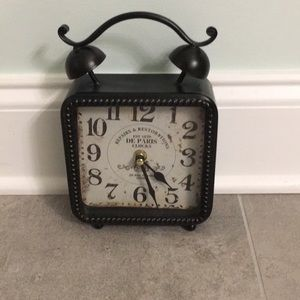 ⭐️New item⭐️Brown/bronze battery operated clock